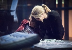 """Arrow -- """"Beacon of Hope"""" -- Image AR417b_0303b.jpg -- Pictured (L-R): Willa Holland as Thea Queen and Emily Bett Rickards as Felicity Smoak -- Photo: Dean Buscher/The CW -- © 2016 The CW Network, LLC. All Rights Reserved."""