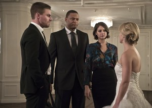 """Arrow -- """"Broken Hearts"""" -- Image AR416a_0300b.jpg -- Pictured (L-R): Stephen Amell as Oliver Queen, David Ramsey as John Diggle, Willa Holland as Thea Queen and Emily Bett Rickards as Felicity Smoak -- Photo: Katie Yu/The CW -- © 2016 The CW Network, LLC. All Rights Reserved."""