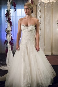 """Arrow -- """"Broken Hearts"""" -- Image AR416a_0040b.jpg -- Pictured: Emily Bett Rickards as Felicity Smoak -- Photo: Katie Yu /The CW -- © 2016 The CW Network, LLC. All Rights Reserved."""