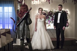 """Arrow -- """"Broken Hearts"""" -- Image AR416a_0028b.jpg -- Pictured (L-R): Emily Bett Rickards as Felicity Smoak and Stephen Amell as Oliver Queen -- Photo: Katie Yu /The CW -- © 2016 The CW Network, LLC. All Rights Reserved."""
