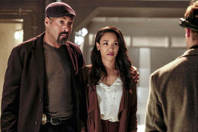 """The Flash -- """"The Wrath of Savitar"""" -- FLA315a_0048b.jpg -- Pictured (L-R): Jesse L. Martin as Detective Joe West and Candice Patton as Iris West -- Photo: Bettina Strauss/ The CW -- © 2017 The CW Network, LLC. All rights reserved."""