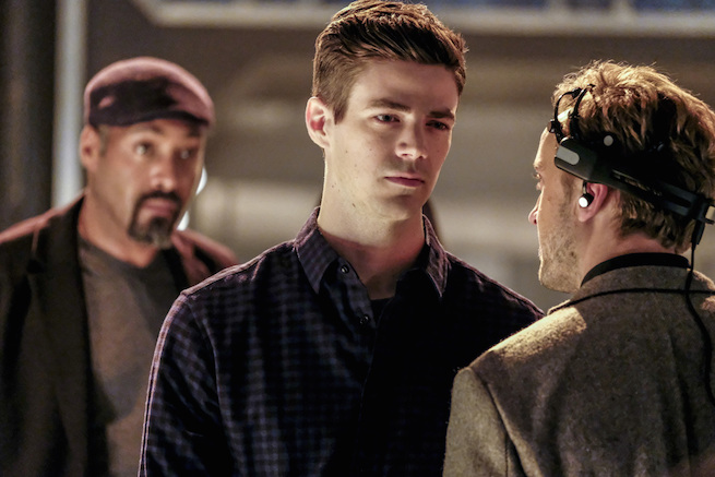 """The Flash -- """"The Wrath of Savitar"""" -- FLA315a_0051b.jpg -- Pictured (L-R): Jesse L. Martin as Detective Joe West, Grant Gustin as Barry Allen and Tom Felton as Julian Albert -- Photo: Bettina Strauss/ The CW -- © 2017 The CW Network, LLC. All rights reserved."""