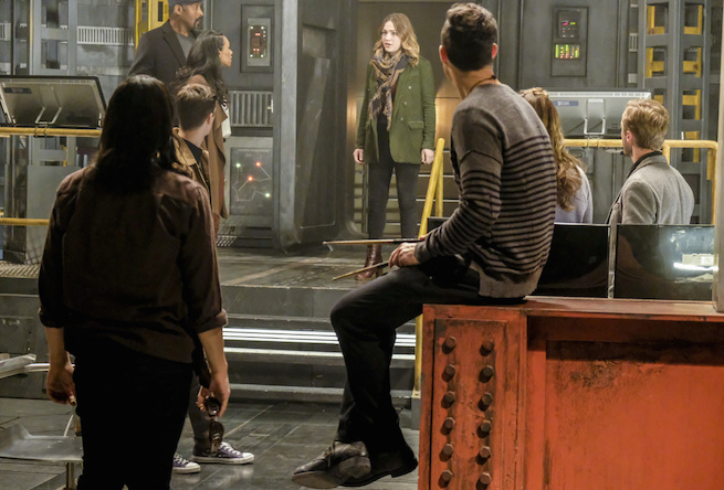 """The Flash -- """"The Wrath of Savitar"""" -- FLA315a_0170b.jpg -- Pictured (L-R): Carlos Valdes as Cisco Ramon, Grant Gustin as Barry Allen, Candice Patton as Iris West, Jesse L. Martin as Detective Joe West, Violett Beane as Jesse Quick, Tom Cavanagh as Harrison Wells, Danielle Panabaker as Caitlin Snow and Tom Felton as Julian Albert -- Photo: Bettina Strauss/The CW -- © 2017 The CW Network, LLC. All rights reserved."""