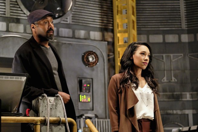 """The Flash -- """"The Wrath of Savitar"""" -- FLA315a_0186b.jpg -- Pictured (L-R): Jesse L. Martin as Detective Joe West and Candice Patton as Iris West -- Photo: Bettina Strauss/The CW -- © 2017 The CW Network, LLC. All rights reserved."""