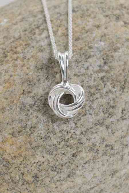 Love Knot Necklace (Medium) 1