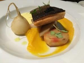 Truite saumonée et caviar de mulet, purée de courge musquée, tobinambours, betteraves, sabayon à la saumure de pickles