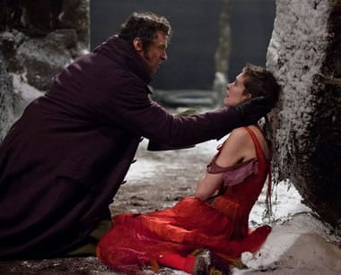 Hugh Jackman and Anne Hathaway (Photo: Universal Pictures)
