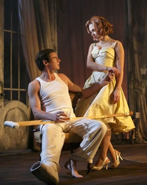 Benjamin Walker as Brick and Scarlett Johansson as Maggie (Photo: Joan Marcus)