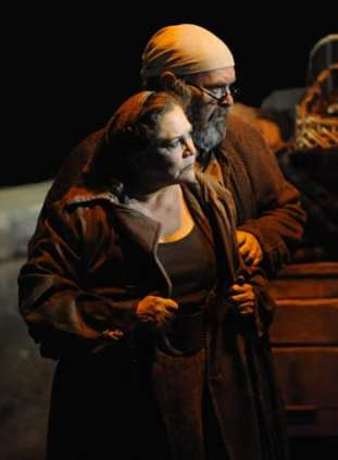 Kathleen Turner as Mother Courage and Jack Willis as the Cook (Photo: Stan Barouh)