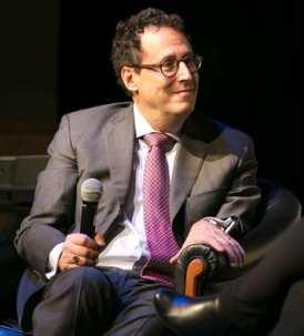 Tony Kushner speaking at Theater J benefit Nov. 13, 2014 (Photo: Roman Petruniak