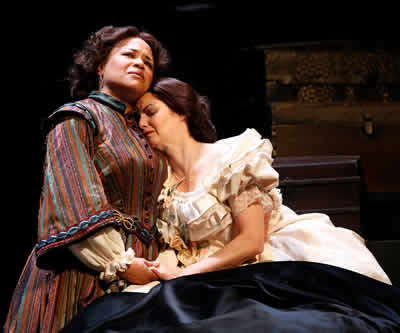Caroline Clay as Elizabeth Keckly and Mary Bacon as Mary Lincoln in The Widow Lincoln (Photo: Carol Rosegg)