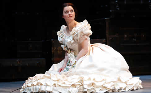 Mary Bacon as Mary Lincoln  in The Widow Lincoln. (Photo: Carol Rosegg)
