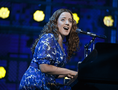 Abby Mueller as Carole King (Photo: Joan Marcus)