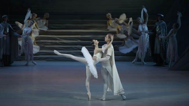 Raymonda Oxana Skorik with Andrei Ermakov in Mariinsky Ballet Raymonda at The Kennedy Center (Photo: Valentin Baranovsky)
