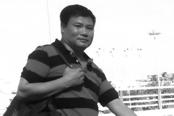 Ông Trương Duy Nhất trên sân bay Đà Nẵng để đi Hà Nội cho CA  điều tra (ảnh chụp lúc 15g10 ngày 26-5 tại sân bay Đà Nẵng) - Ảnh: Đ.Nam/Tuoi Tre Online