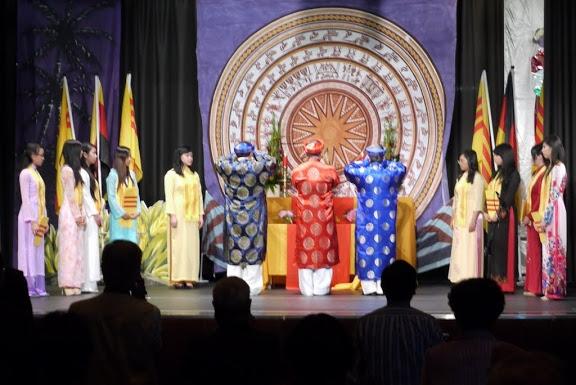 Lễ dâng hương trước bàn thờ Tổ quốc – 29/6/2013. Nguồn: TL