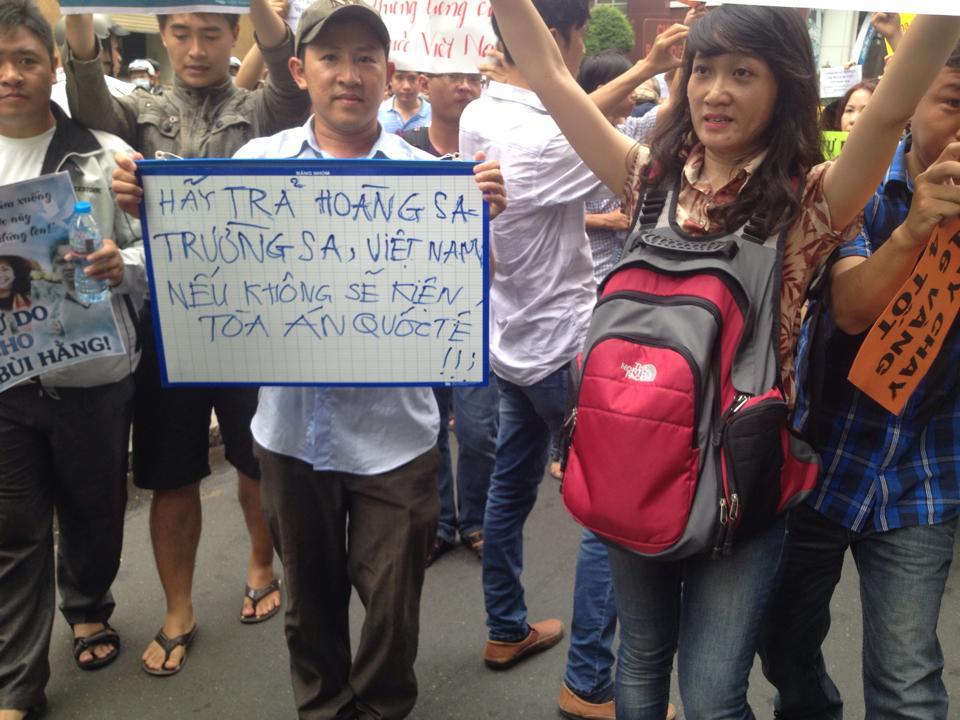 Dân Sài Gòn biểu tình chống TC xâm lăng (11/5/2014). NGuồn Mẹ Nấm