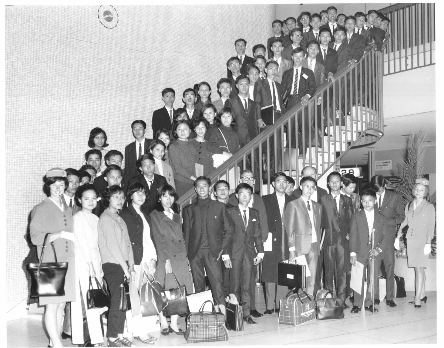 Sinh viên du học với học bổng Leadership. Nhóm II tại phi trường Los Angeles, 28 tháng 3, 1972. Nguồn: Học bổng Leadership.