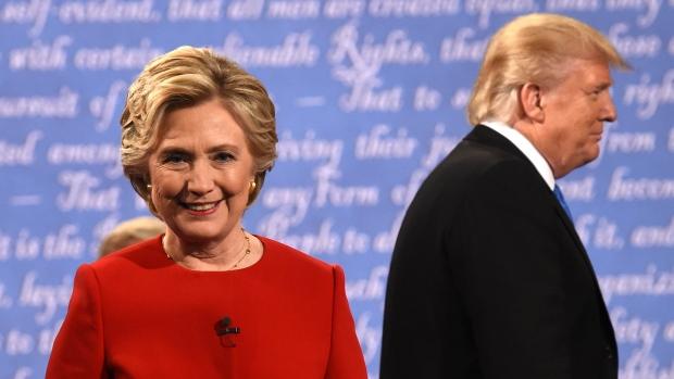 Clinton và Trump sau cuộc tranh luận. Nguồn:  Timothy A. Clary/AFP/Getty Images