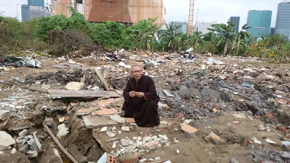 Ngôi chùa hơn 50 tuổi nay chỉ còn là đống gạch vụn. Ảnh: Tin Mừng Cho Người Nghèo