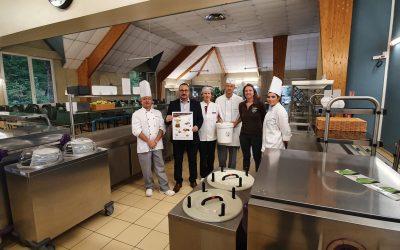 Le lycée d'Avesnières confie la collecte et la valorisation des biodéchets alimentaires de son restaurant à l'entreprise Les Pieds sur Terre
