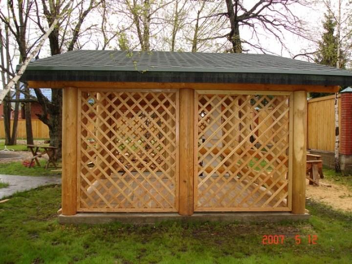 Вентилируемые стены из деревянных решеток