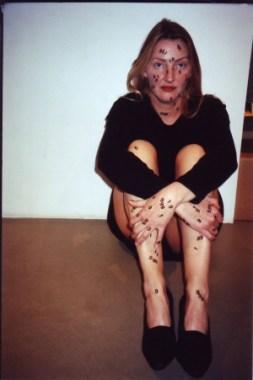 <p>Letraset op mijn gezicht, handen en benen<br /> foto Ivan Adriaens</p>
