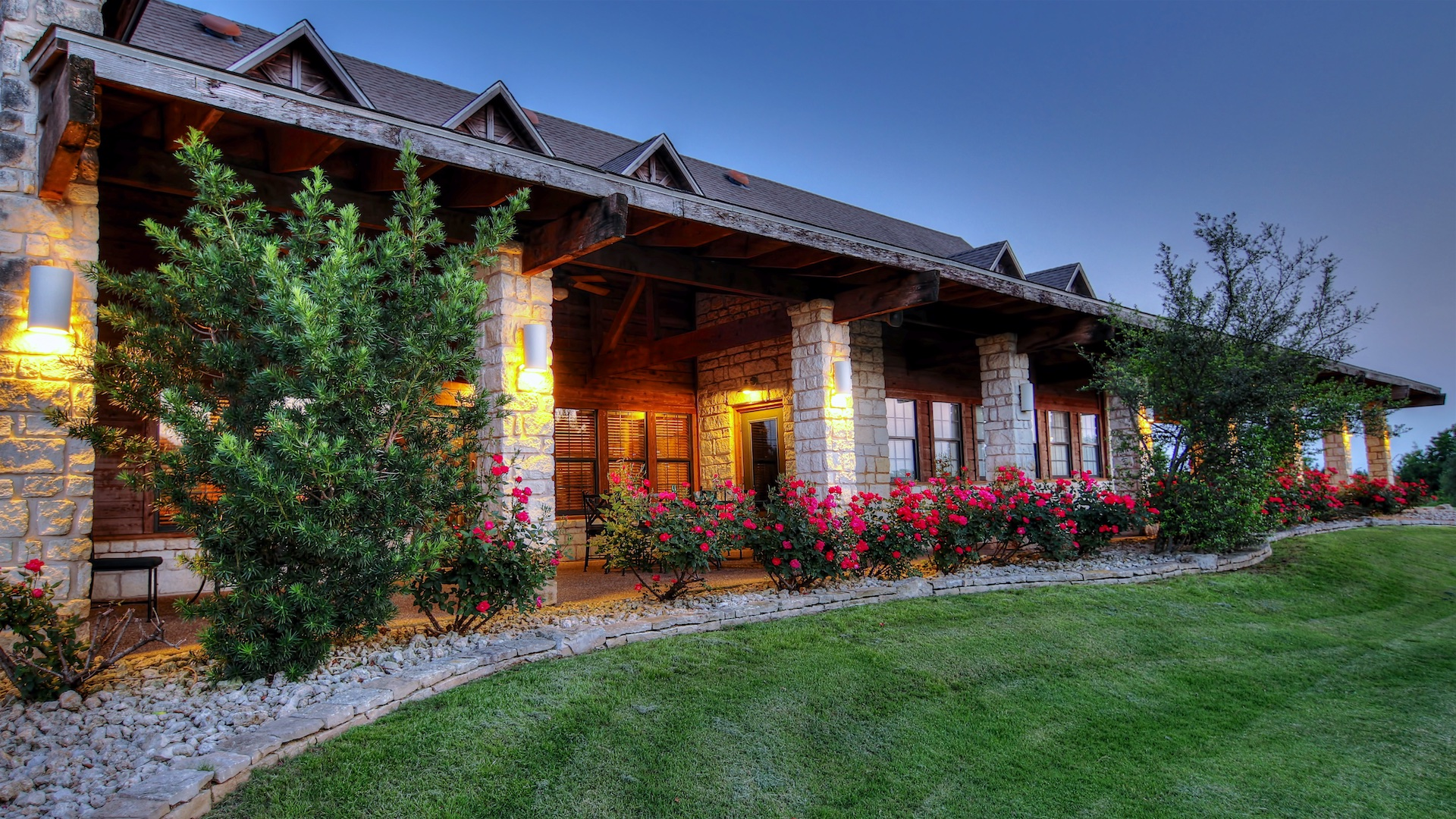 Photo of a golf clubhouse