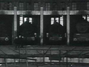 Screenshot uit film van Frits Lemaire, die voor de schietpartij op de Dam begon, eerst naar het C.S. ging