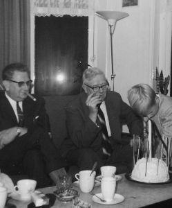 Dirk waarvan zijn dochter Rita ontnomen is, zijn broer Gerard (opa van Tom) en Tom in 1963