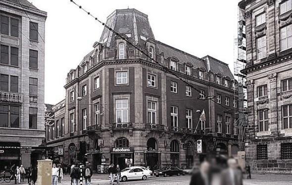Gebouw van de Groote Club. Hoek Kalverstraat en Paleisstraat. Gezien vanaf de Dam.