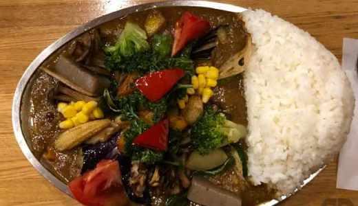 武蔵小金井のカレーの店プーさんを久々に訪問。野菜カレー大盛野菜ダブル極辛アイスで。を注文。やっぱウマーい\(^o^)/