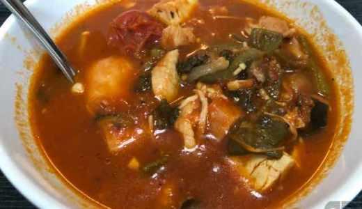 濃厚トマトスープ。余った具材を入れて、トマト缶入れて煮込むだけ♪簡単で美味しい!