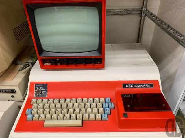 TK-80でBASICを動かすためのモニタ、キーボード、カセットテープをセットにしたCOMPO BS/80。