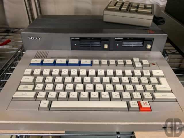 SONY SMC-70。SONYも独自のマイコンを発売していました。3.5インチフロッピーを早くから搭載した意欲的な機種だった記憶があります。