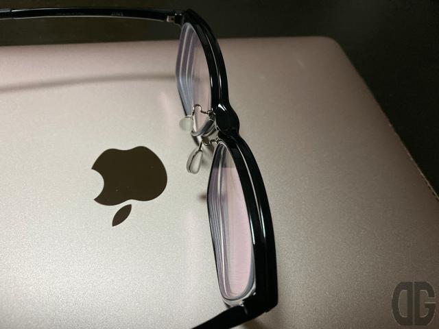 ちょっと分厚くなるけとメガネとプレートが一体化