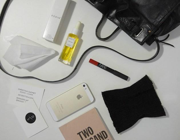 new-york-fashion-week-essentials-johan-jerome-dreyfuss-bag-rodin-face-oil-nars-lip-pencil-iphone5s-marjolein-delhaas-planner-desmitten
