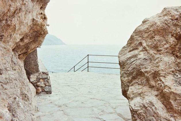 Luigi-Ghirri-Tellaro-1982-85-Mostra-Luigi-Ghirri-Pensare-per-immagini-al-MAXXI-di-Roma-desmitten