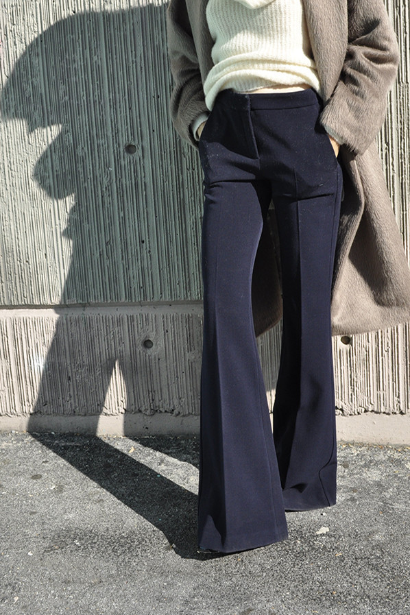 what-pant-dreams-are-made-of-Dusan-BOOT-CUT PANTS-NAVY-maryam-nassir-zadeh-desmitten