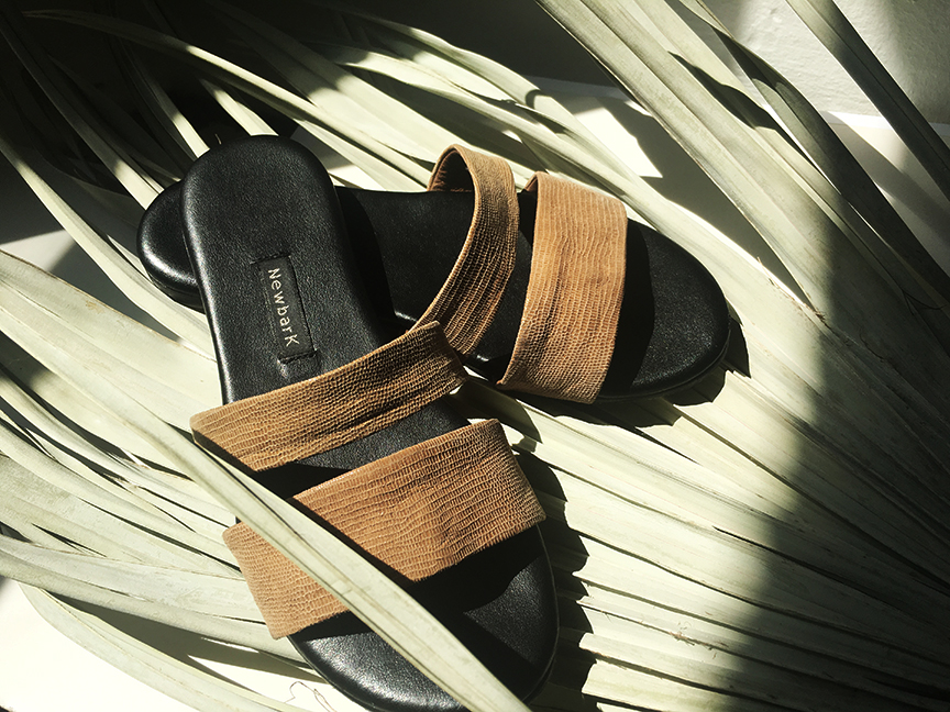 best-of-basics-slide-sandals-newbark-slides-2-desmitten