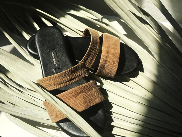 best-of-basics-slide-sandals-newbark-slides-2-desmitten