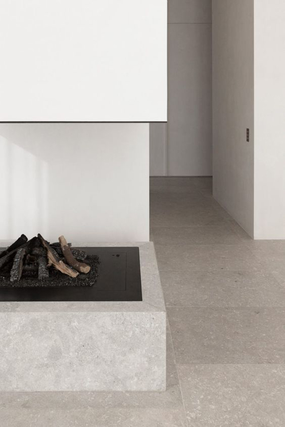 interior-inspiration-minimalist-fireplace-Penthouse-Westkaai-by-Hans-Verstuyft-Architecten-desmitten