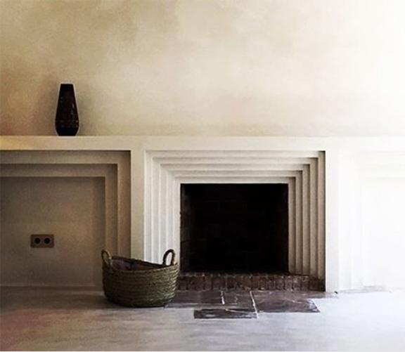 interior-inspiration-minimalist-fireplace-Ramon-Llull-desmitten