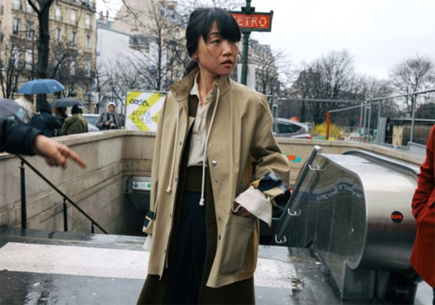 French-trench-style-paris-fashion-week-street-style-by-Phil-Oh-for-Vogue-3-desmitten