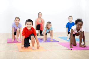 Los 8 beneficios del Yoga para niños