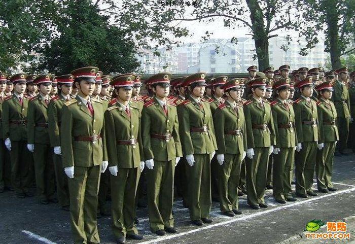https://i0.wp.com/de.acidcow.com/pics/20090810/pics/2/china_army_girls_06.jpg