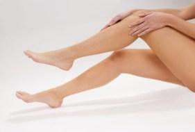 Schöne und glatte Beine mit Depilation