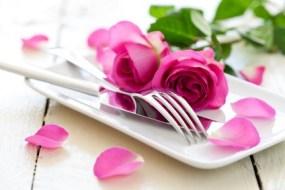Aus dem Garten auf den Tisch, kochen mit Blumen