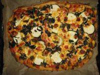 Pizza mit Brennessel fertige Pizza