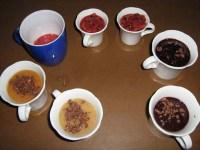 Früchte verarbeitenzu leckeren Süssigkeiten. Einfache Methode. sieben Mal Eis